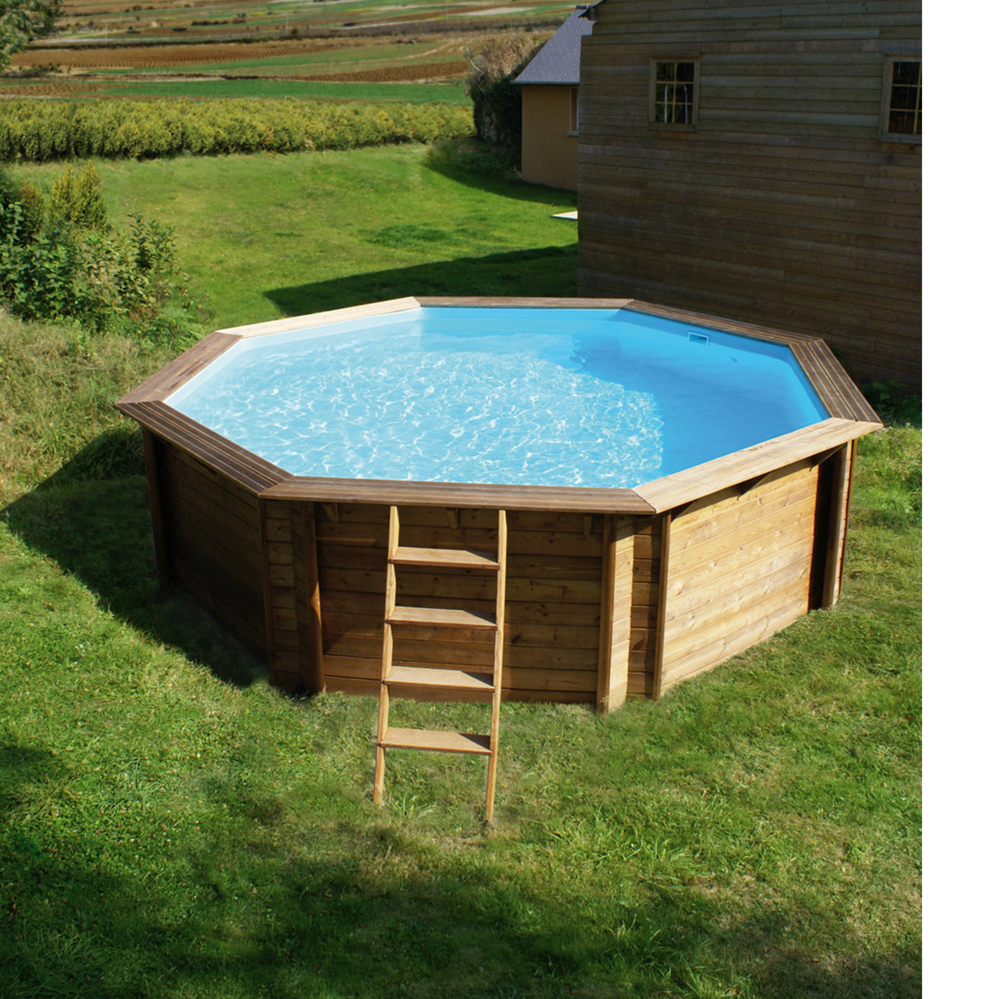 Piscine bois octogonale hors sol semi enterr e for Piscine bois montana